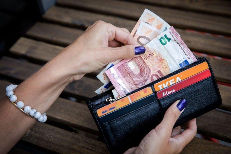 pinigų naudokite užsidirbtumėte