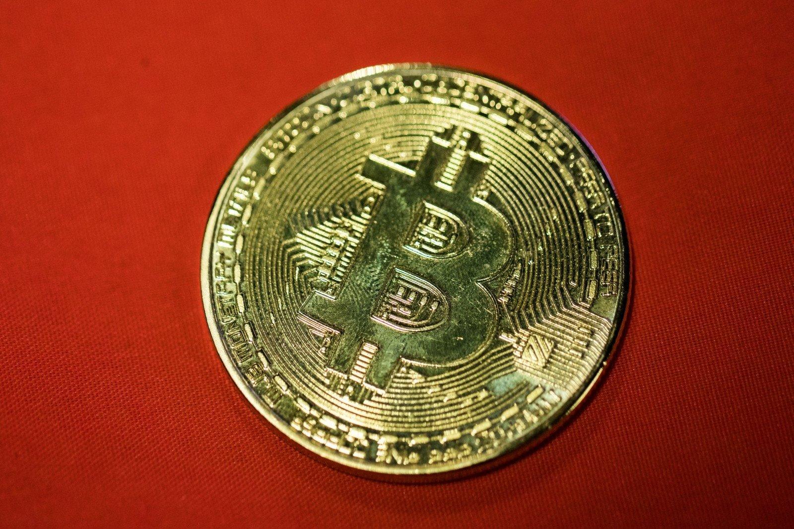 Bitcoin ir dolerio santykis realiai