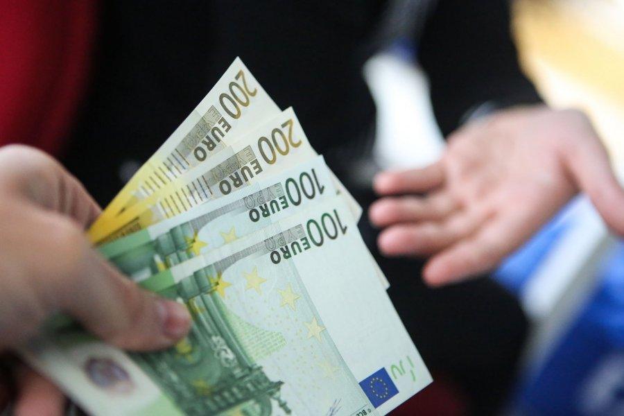 Kiek galima uždirbti per savaitę, Studentų galimybės vasarą: kiek galima uždirbti Lietuvoje ir JAV?