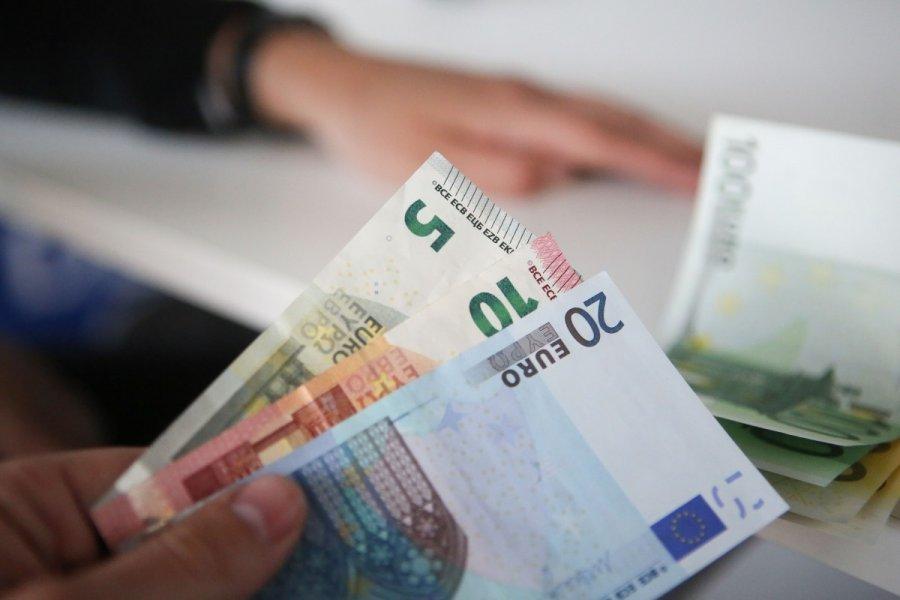Ar galima užsidirbti pinigų iš prekybos galimybių
