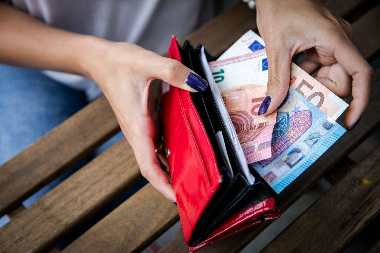 užsidirbti pinigų be pagrindinio darbo
